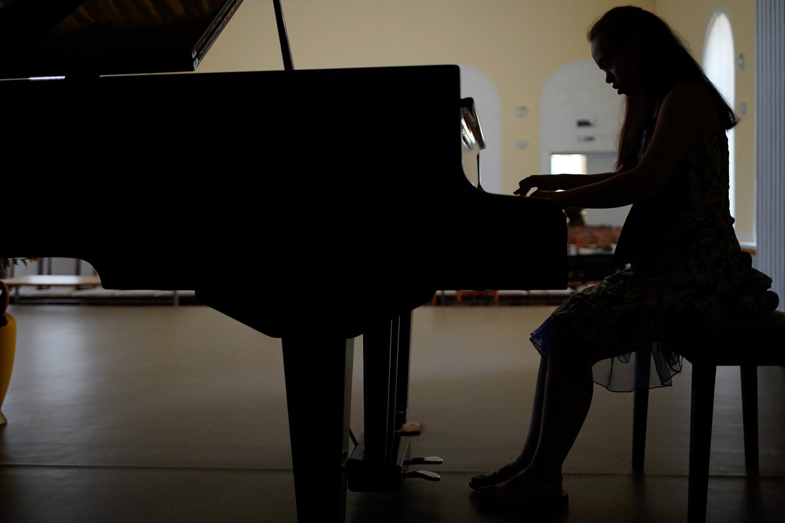 tch7282 scaled - <b>Музыка для Лизы.</b> Как пианистка с синдромом Дауна и ее мама борются за право на образование - Заборона