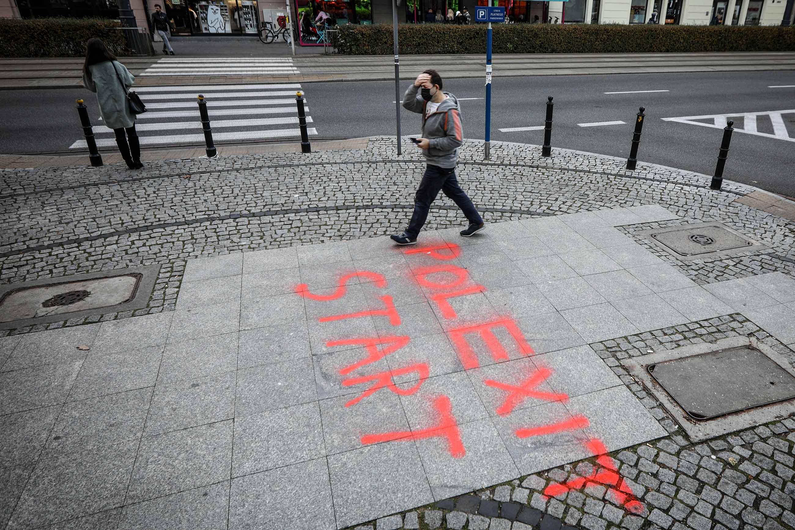 gettyimages 1235802143 - <b>Поляки протестуют против выхода из ЕС.</b> Журналистка Забороны в Польше объясняет, что происходит - Заборона