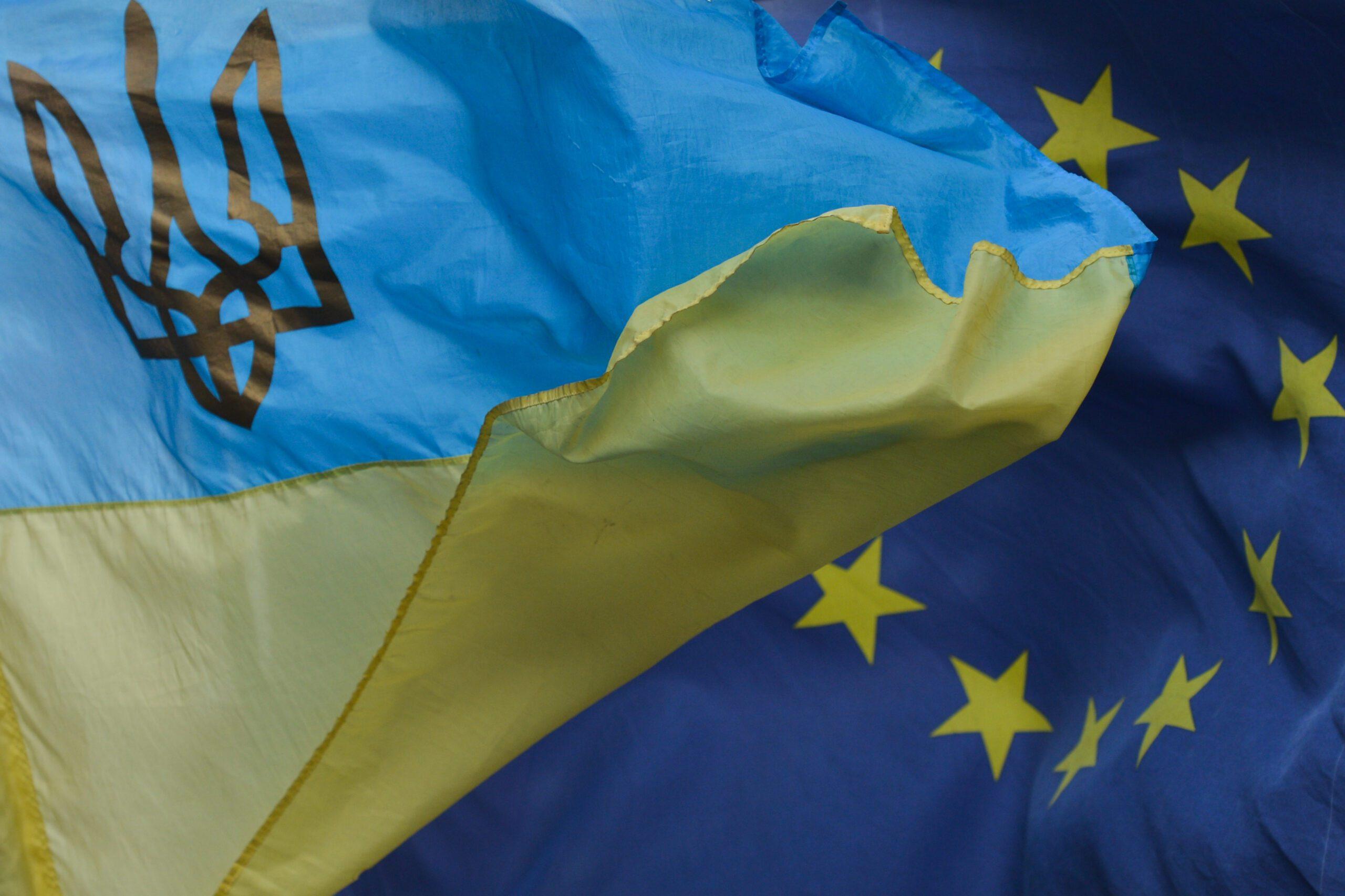 Флаги Украины и Европейского Союза. Фото: Artur Widak/NurPhoto via Getty Images